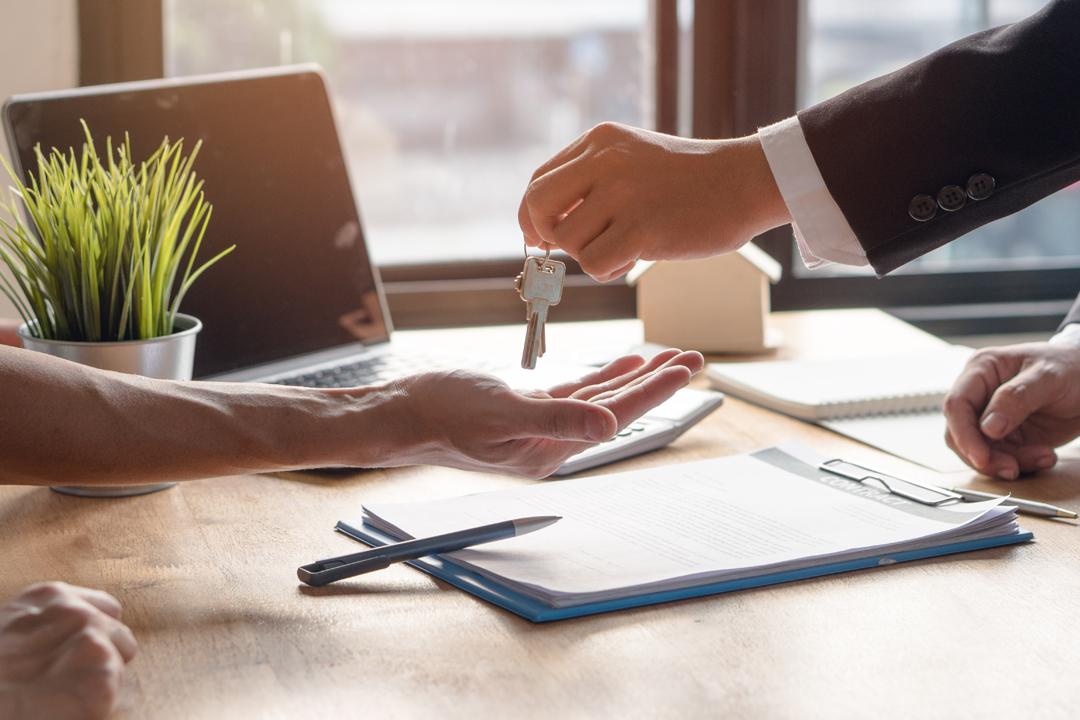 Que riscos correm os proprietários que tentam vender sem a ajuda de um agente imobiliário?